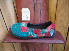 Load image into Gallery viewer, turquoise and salmon snowflakes slip ons