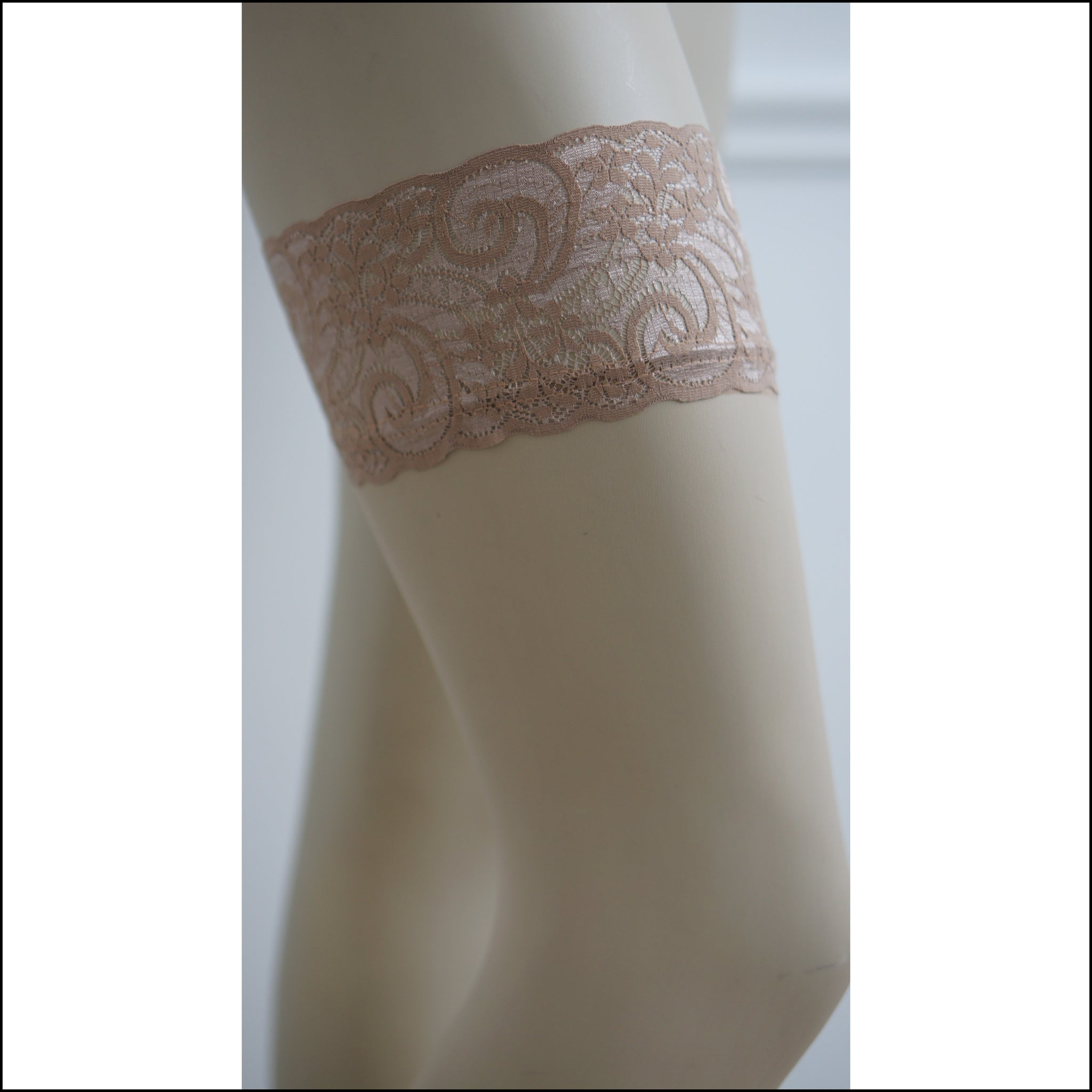 CALLIAH LACE STAY-UP