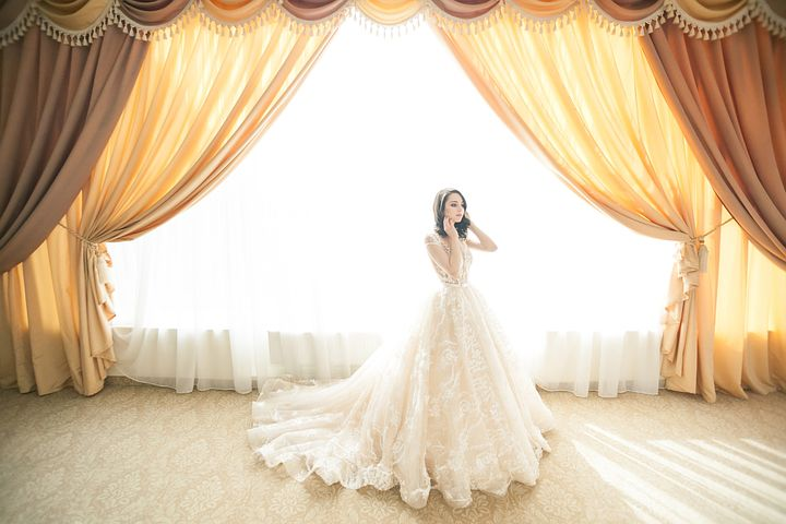 Go for ball gown dress to look more beautiful on your wedding