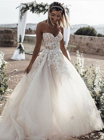 Sleeveless A-Line Sweetheart Appliques Tulle Wedding Dress