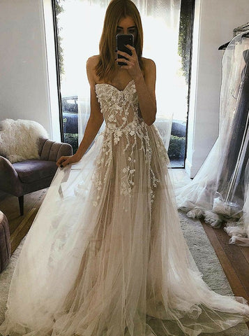 Sweep Train A-Line Sweetheart Tulle Wedding Dress with Appliques