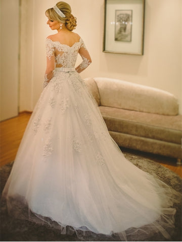 Scalloped-Edge Long Sleeves Bridal Gown