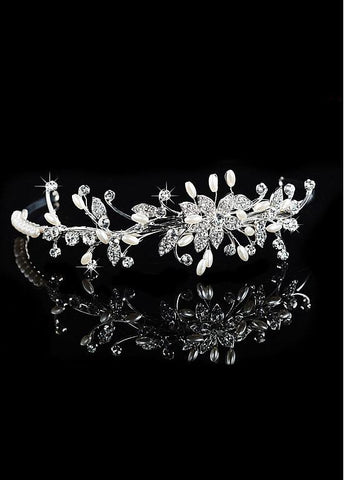 Exquisite Alloy Wedding Tiara With Rhinestones