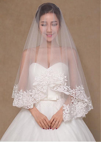 Romantic Tulle Wedding Veil With Lace