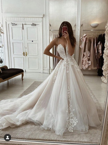 Appliques A Line Sweep Train Spaghetti Strap Tulle Wedding Dress