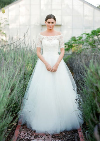 Short Sleeve Buttons A-Line Tulle Bateau Lace Wedding Dress