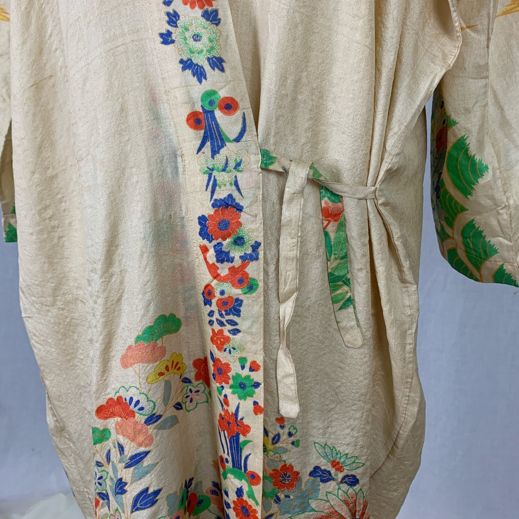 Antique 1920's Japanese Kimono Robe | Natural Pongee Raw Silk with Elaborate Floral Print | Size Free - Daggers & Dames