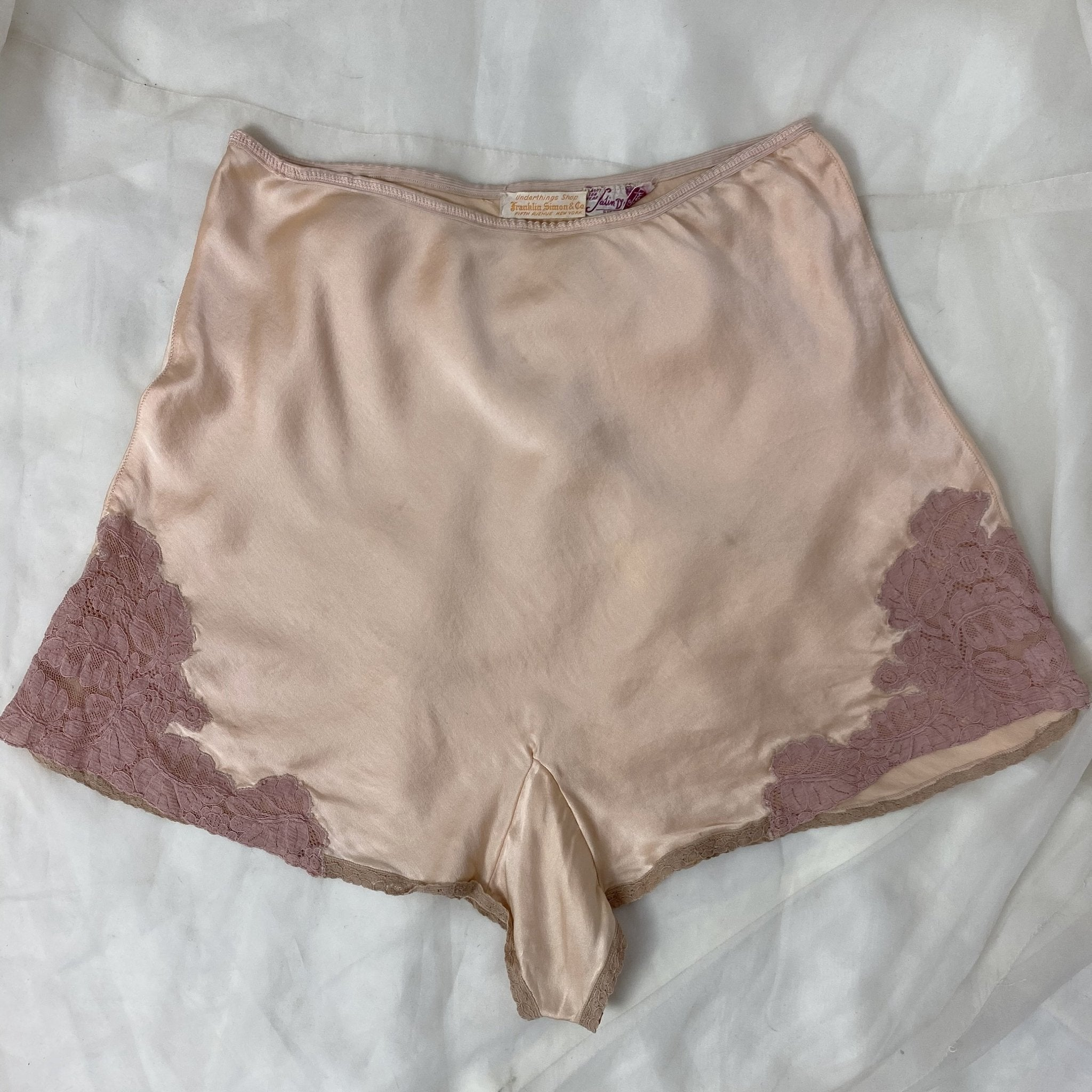Vintage 1930's Tap Pants | Champagne Pink Silk Charmeuse with Mauve Lace Appliqués | Size M, LG | Franklin, Simon, & Co. - Daggers & Dames