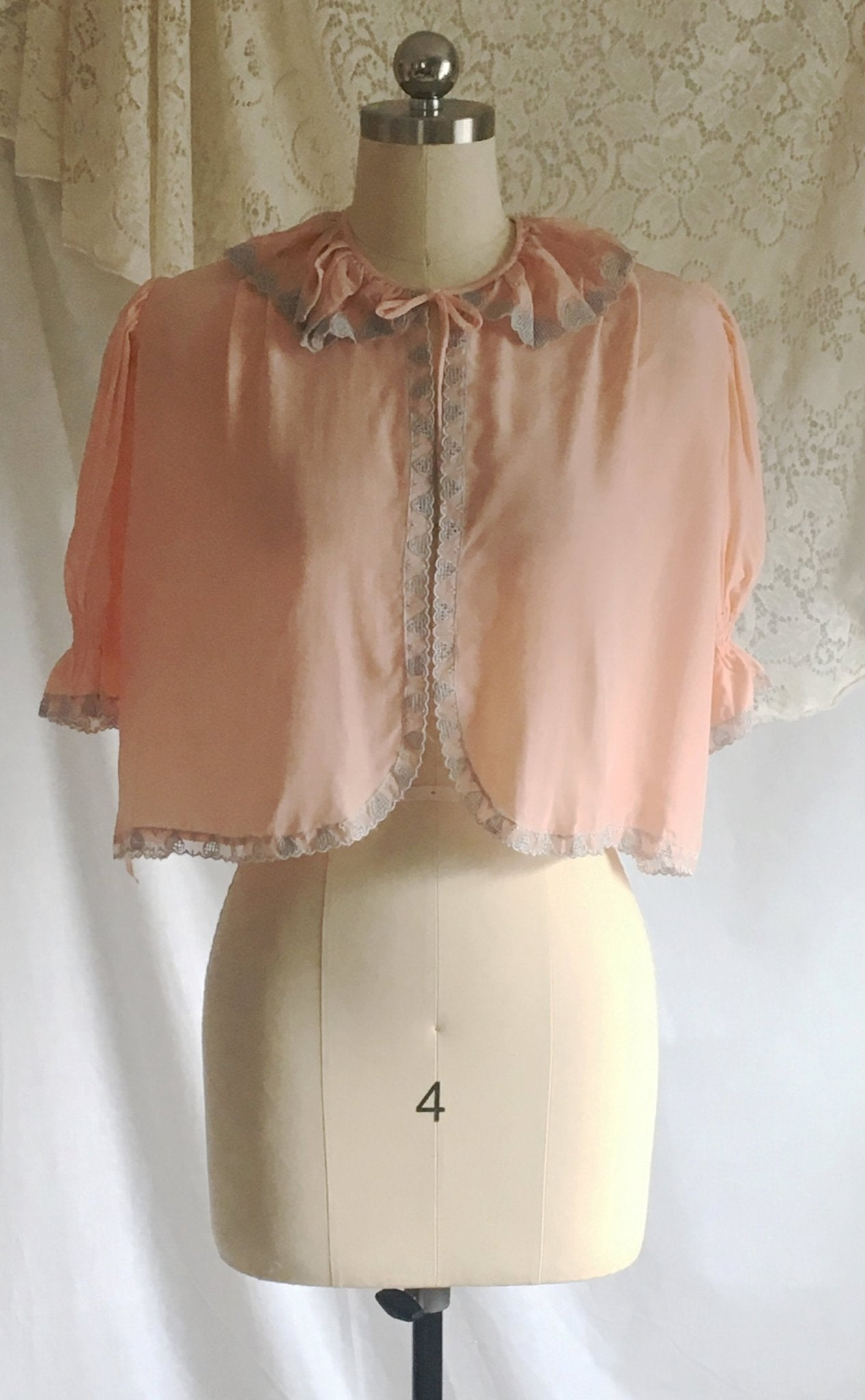 Vintage 1940's Bed Jacket | Bubblegum Pink Rayon with Gray Heart Embroidery | Size XS, S - Daggers & Dames