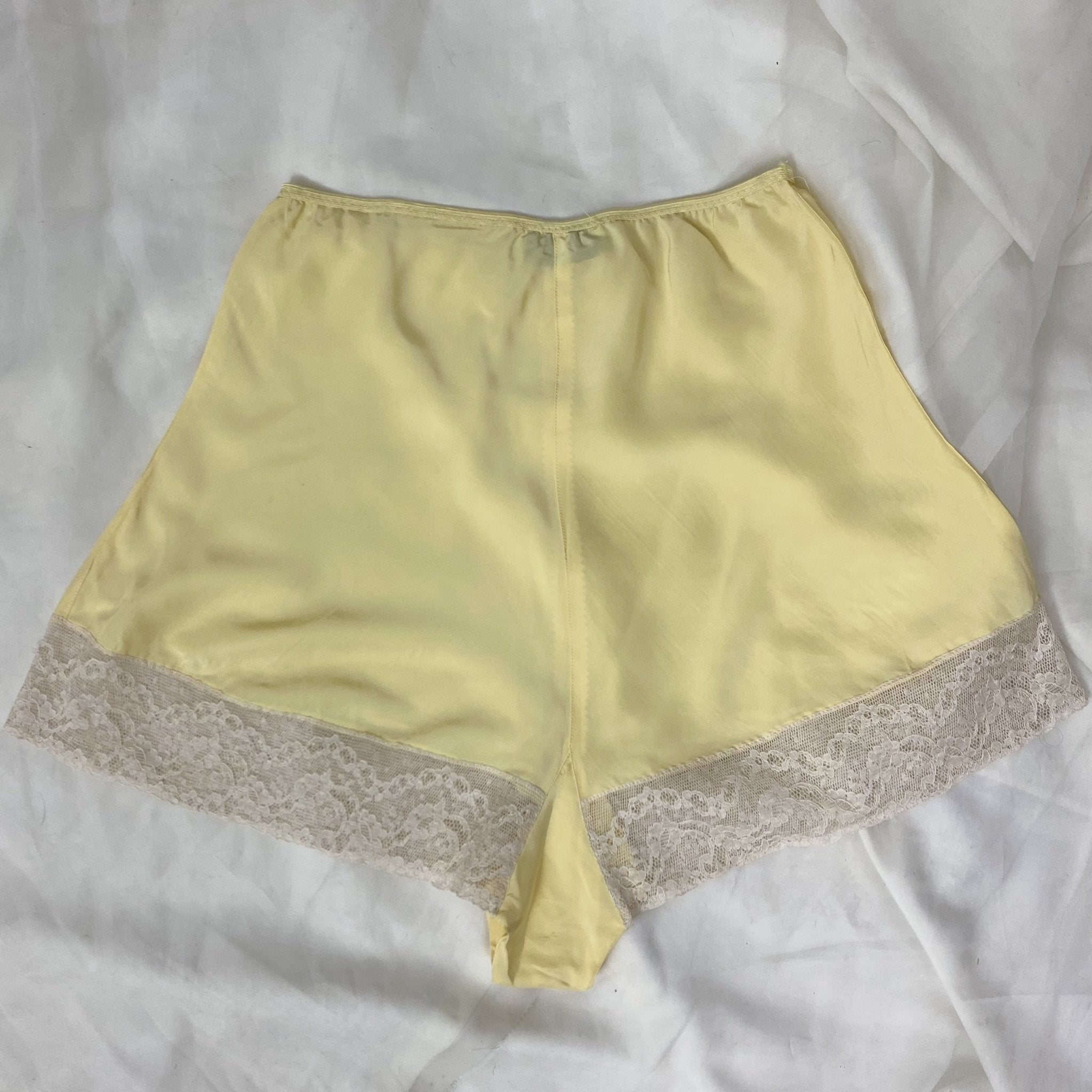 Vintage 1940's Tap Pants | Rich Butter Yellow Rayon with Ivory Lace | Size S, M | Countess Lynn - Daggers & Dames