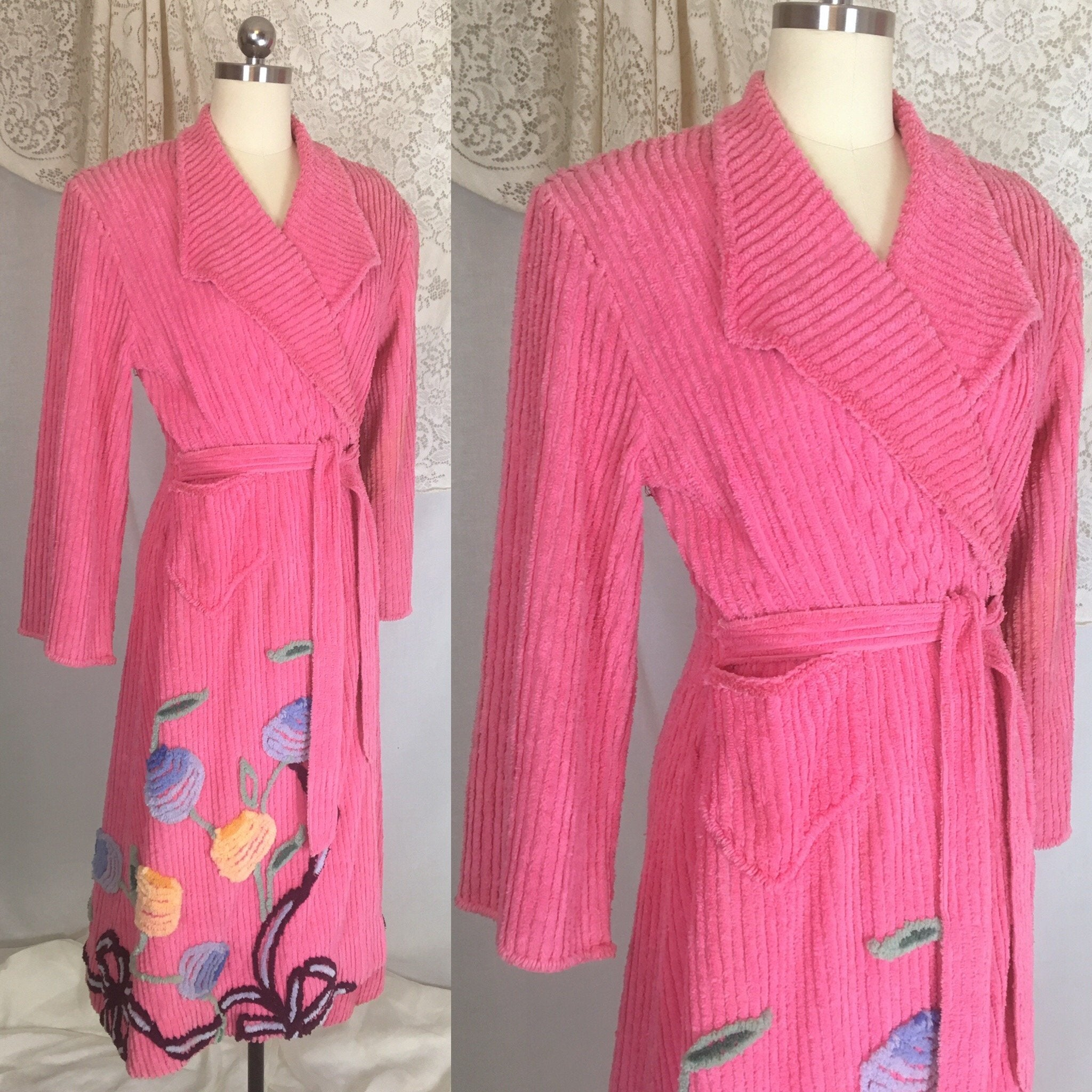 Vintage 1950's Robe | Hot Pink Chenille with Flowers & Bows | Size M, LG - Daggers & Dames