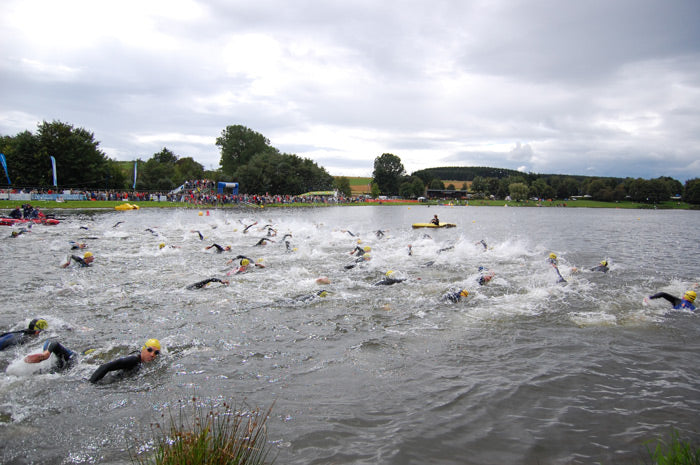 Weiswampach_triathlon_2007_men_swimming_start