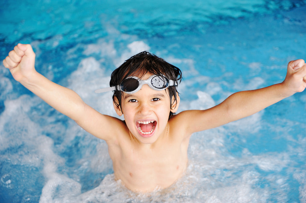 bigstock-activities-on-the-pool-childr-15749222