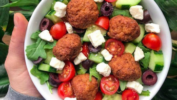 How to make a greek salad with Wundernuggets