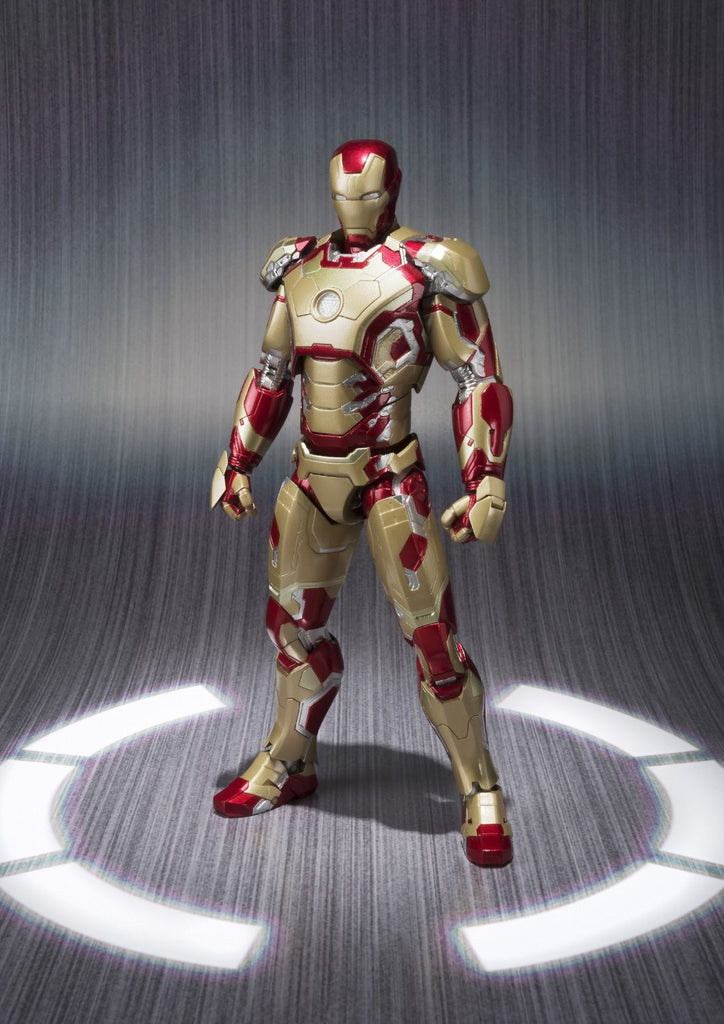 Iron Man 3 – 1/4 Scale Action Figure – Iron Man Mark 42 (XLII) with LED Lights - NECA 61488