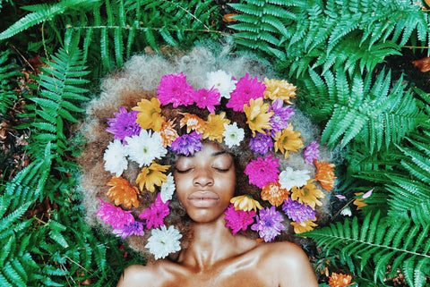 60s Flower Child-inspired hairstyle pexels-ezekixl-akinnewu-946240 Halloween hairstyles for natural hair - Afrocenchix article