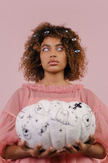 All Seeing Afro-insired hairstyle Halloween hairstyles for natural hair - Afrocenchix Article pexels-cottonbro-5553892