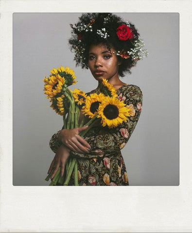 instagram afroclassik: afro with florals, flower hairstyles