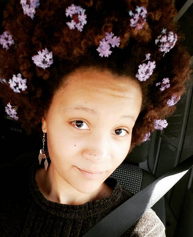 instagram _nia.e__: afro with florals, flower hairstyles