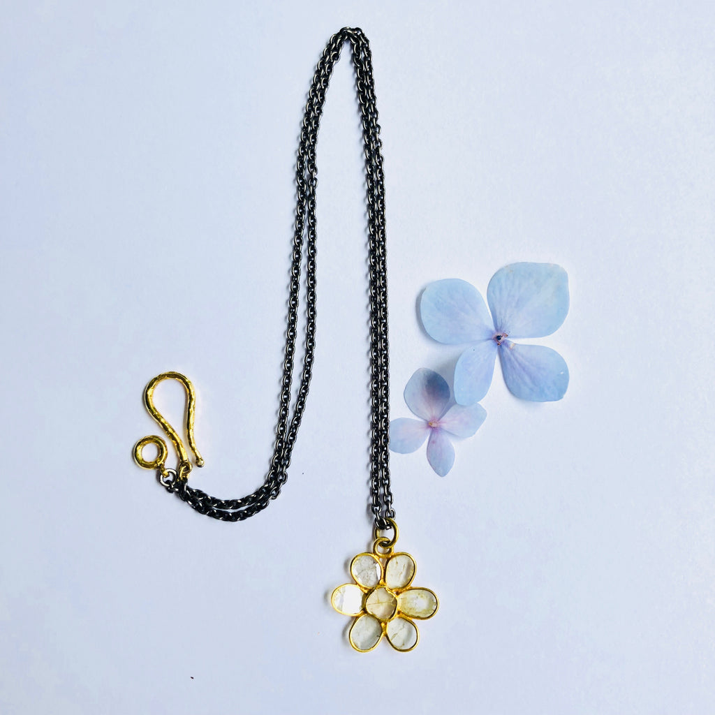 18k Gold Sliced Diamond Floral Necklace