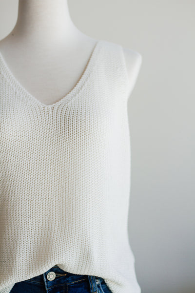 SOUTHPORT SLEEVELESS SWEATER IN IVORY