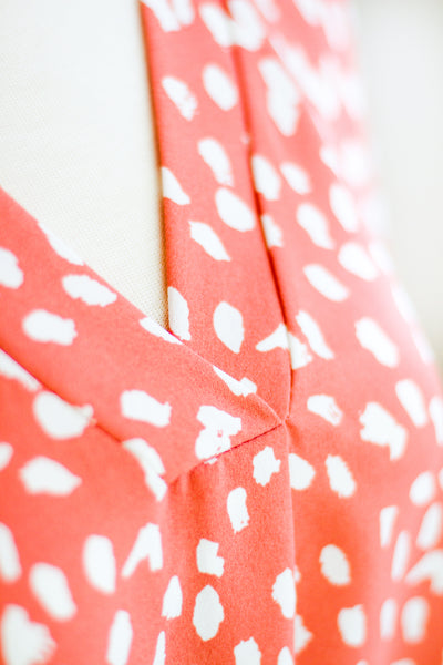 MONTEREY ORGANIC PRINT TOP IN CORAL