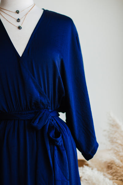 ALAYNA SATIN MAXI DRESS IN NAVY