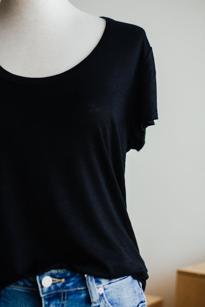 BASIC HEATHER TEE IN BLACK