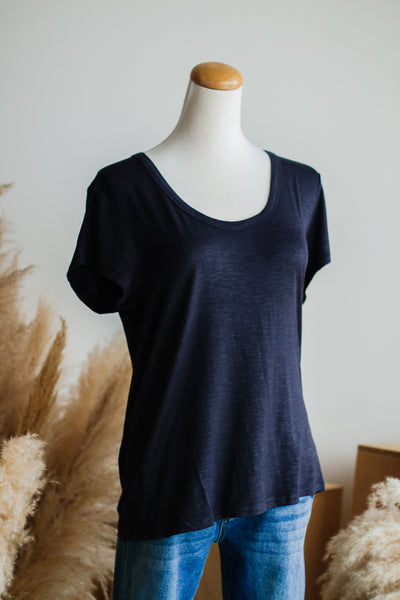 BASIC HEATHER TEE IN CHARCOAL
