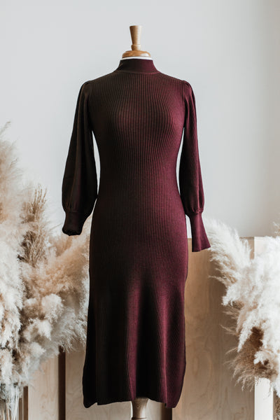 CASEY KNIT PUFF SLEEVE RIB MIDI DRESS IN RUST