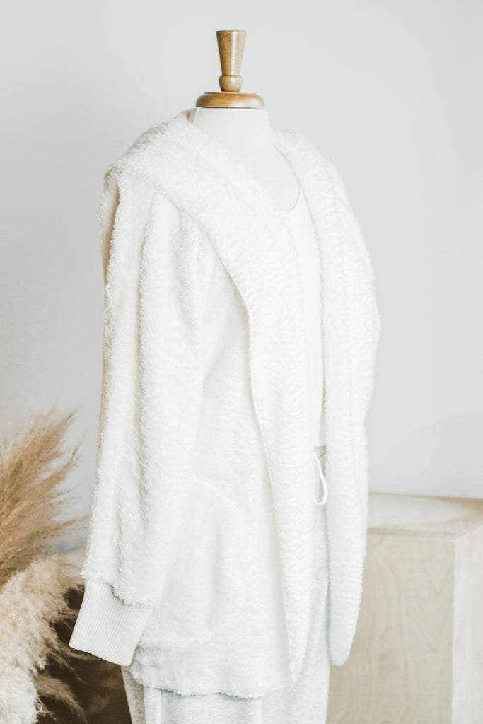STAY COZY SHERPA HOODED JACKET IN IVORY
