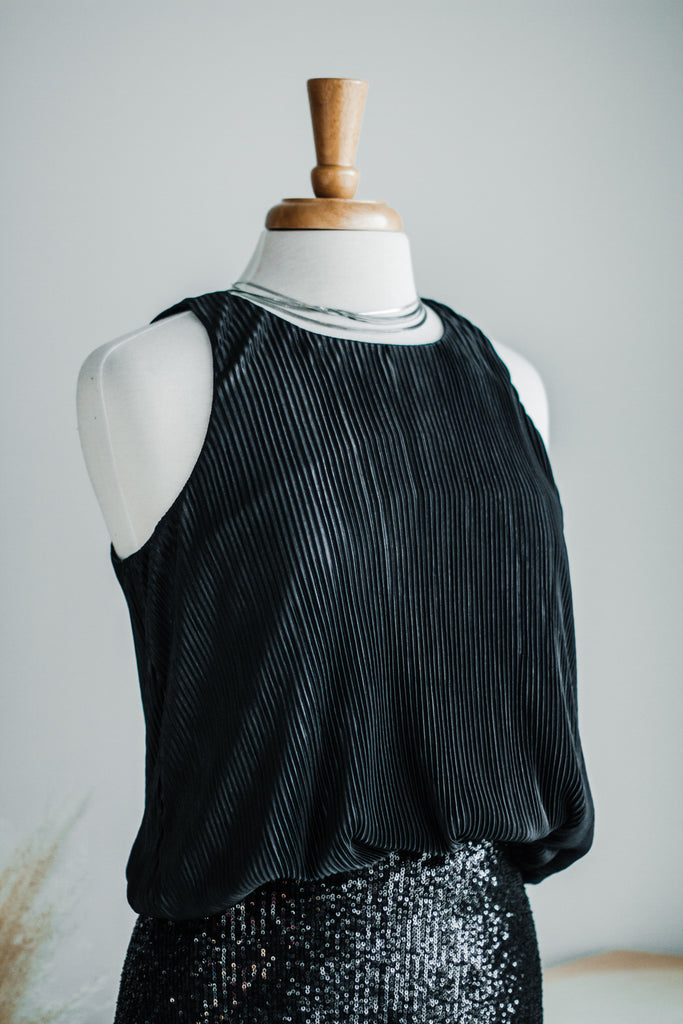 SLEEK + SULTRY PLEAT TOP IN BLACK
