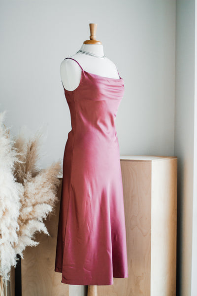LEESA SATIN SLIP DRESS IN ROSE
