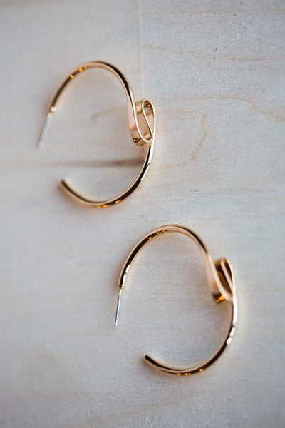 DOODLE ORGANIC HOOP EARRINGS IN GOLD