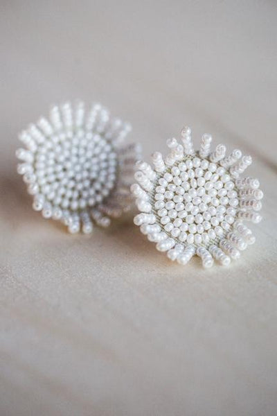 DAISY BEADED BURST EARRINGS IN WHITE