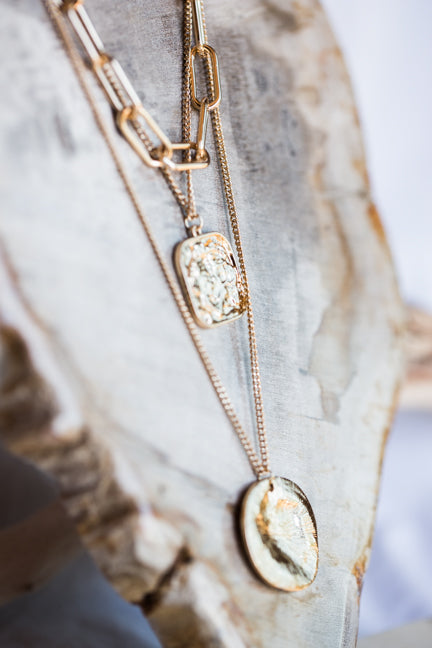 WARNER CHUNKY COIN NECKLACE IN GOLD