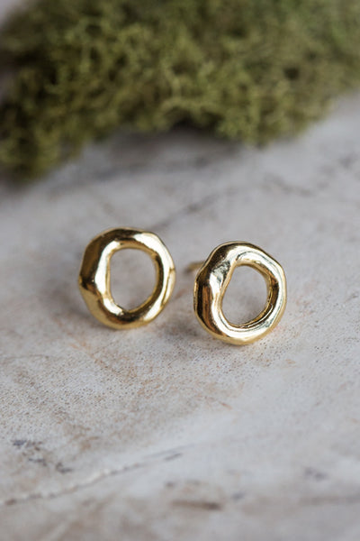 MINI ORGANIC RING EARRINGS IN GOLD