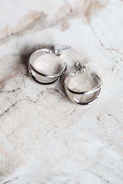 DALWOOD OVAL HOOP EARRINGS IN SILVER