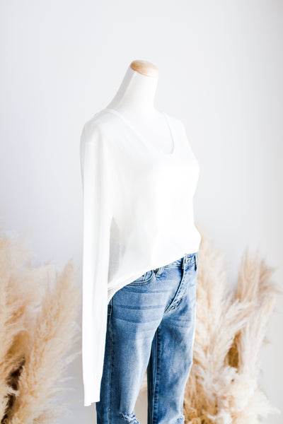 FEATHER LIGHT LAYERING SWEATER IN WHITE