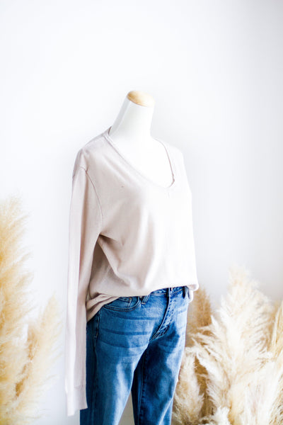 FEATHER LIGHT LAYERING SWEATER IN GREY