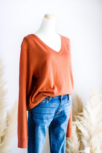 FEATHER LIGHT LAYERING SWEATER IN RUST