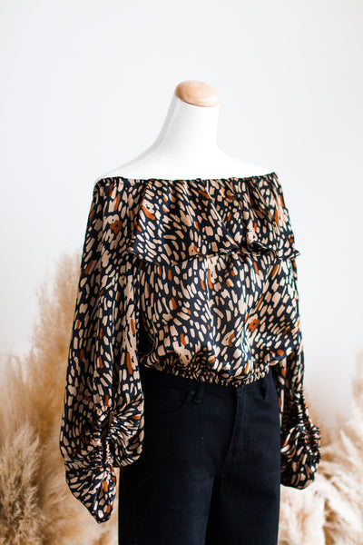 WILDCAT OFF SHOULDER BLOUSE