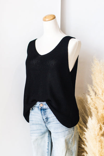 SOUTHPORT SLEEVELESS SWEATER IN BLACK