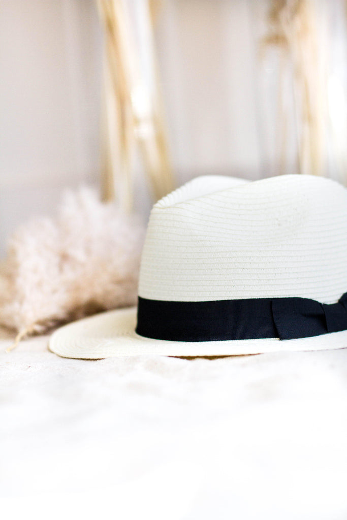 PRETTY IN PANAMA HAT IN IVORY