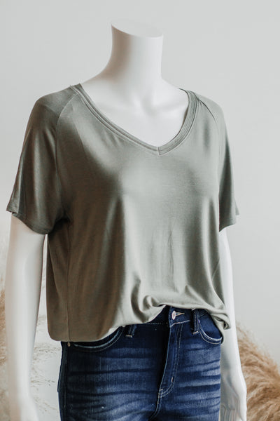 ESSENTIAL TEE TOP IN OLIVE