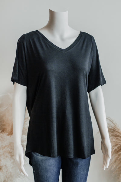 ESSENTIAL TEE TOP IN BLACK