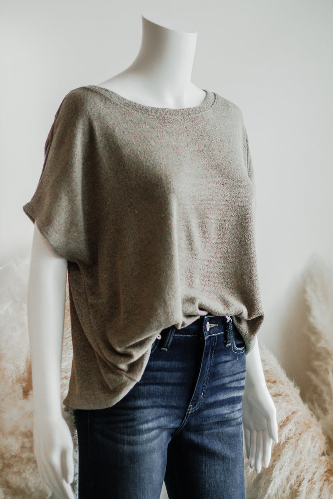 WICKLOW LIGHTWEIGHT KNIT TOP IN OLIVE
