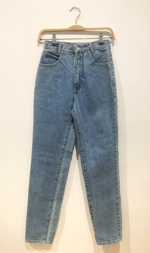 VINTAGE LIGHT WASH MOM JEAN