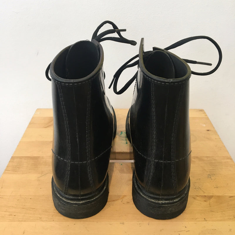 Water resistant black boots