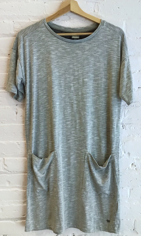 Grey T-shirt dress with pockets